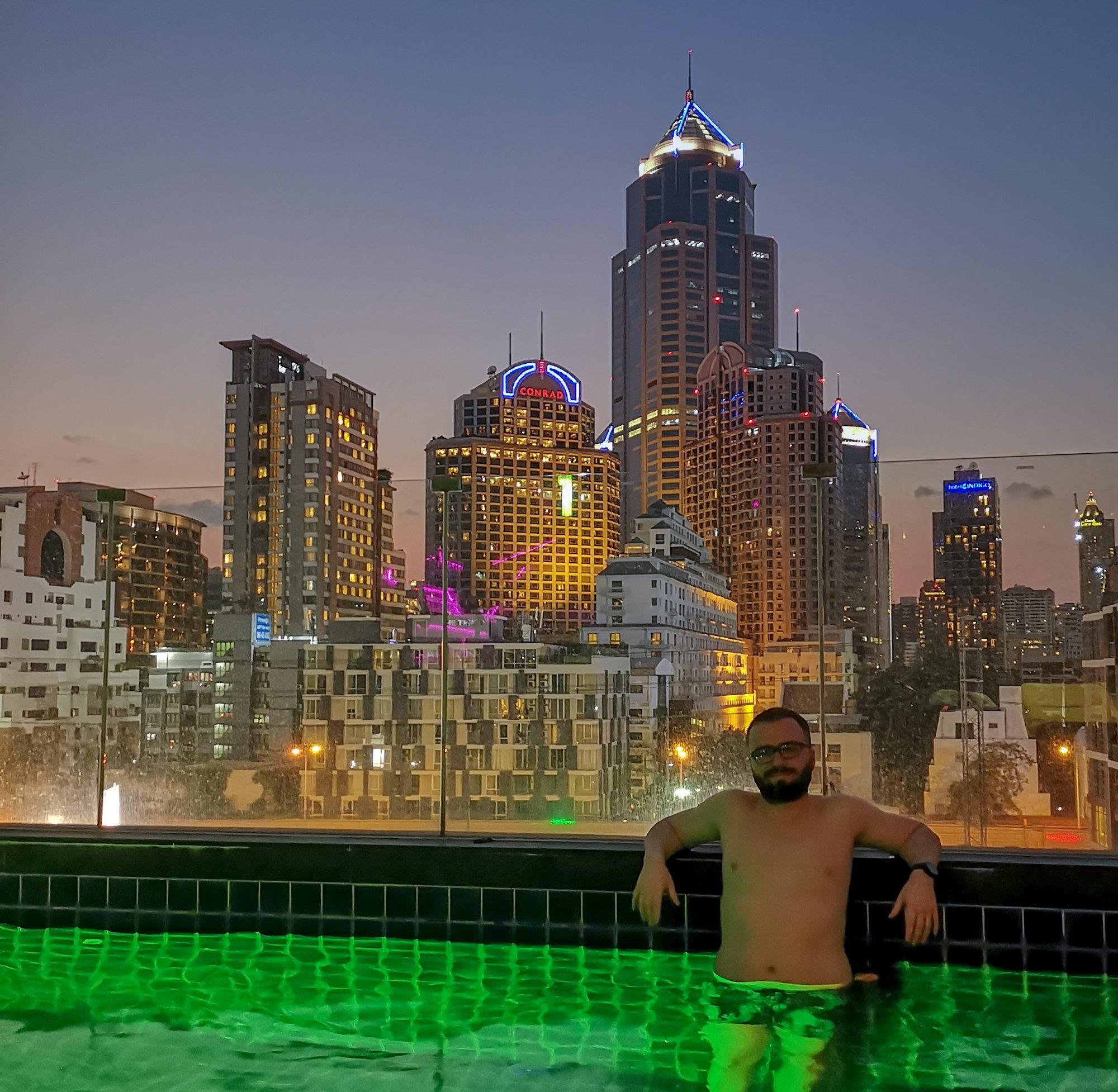 bankok rooftop pool