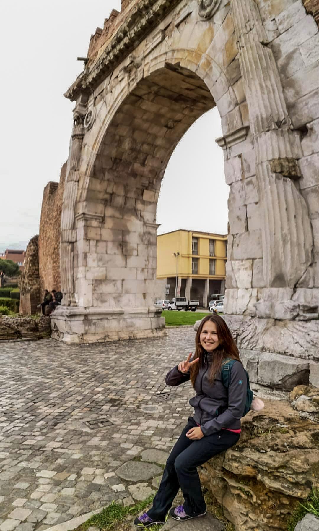 italia rimini arch of augustus